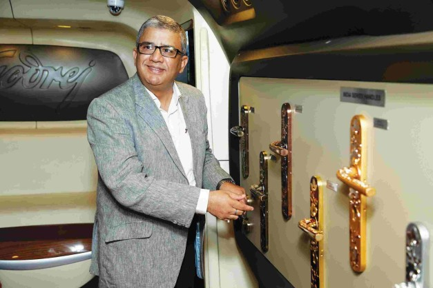 dc-design-mobile-experience-centre-mec-3-godrej-bus-godrej-locking-system