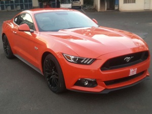 ford-endeavour-ford-mustang-spied-arai-pune