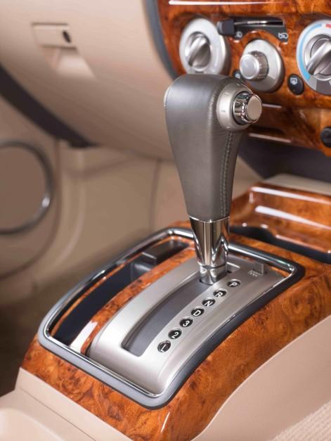 isuzu-mu-7-automatic--with-glossy-lacquar-wood-trim