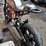 customised-modified-yamaha-rd-350-ktm-duke-390-flying-sikh (12)