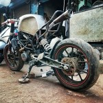 customised-modified-yamaha-rd-350-ktm-duke-390-flying-sikh (2)