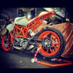 customised-modified-yamaha-rd-350-ktm-duke-390-flying-sikh (8)