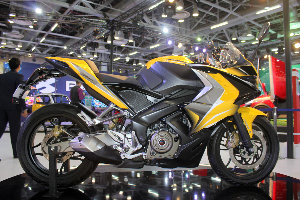 Bajaj Pulsar Rs400 Scheduled To Hit Showrooms By Early 2016