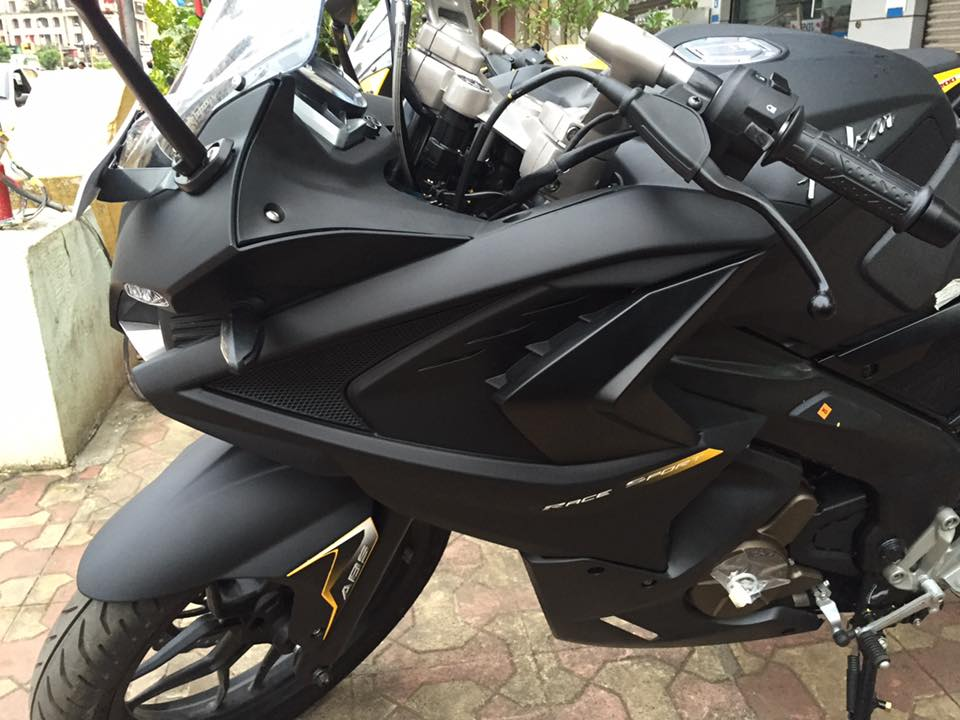 bajaj pulsar rs200 with custom exterior finish package cost rs 15 000 extra. Black Bedroom Furniture Sets. Home Design Ideas