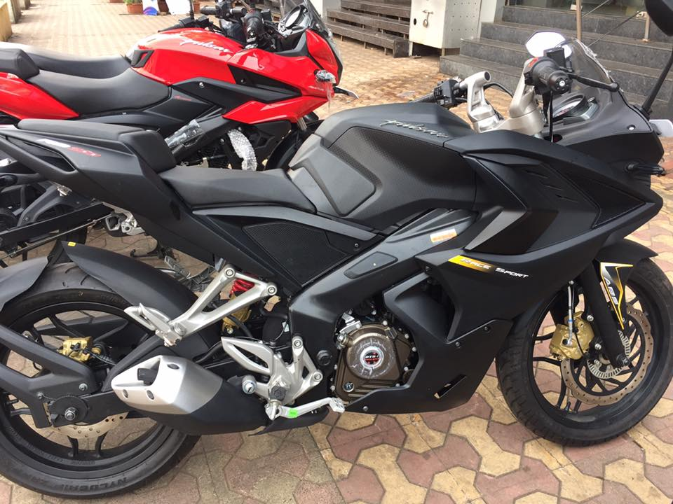 Bajaj Pulsar Rs200 With Custom Exterior Finish Package