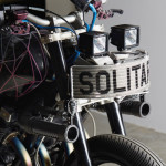 yamaha-xjr1300-el-solitario-customize-machine-head-light
