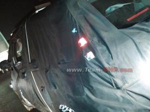 mahindra-reva-e2o-4-door-version-spied