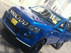 new-2016-mahindra-genio-pick-up-facelift-spied