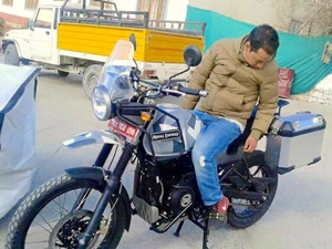 royal-enfield-himalayan-production-ready-with-windscreen