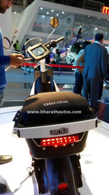 all-electric-mahindra-genze-2-0-scooter-two-wheel-pictures-photos-images-snaps-2016-auto-expo-rear