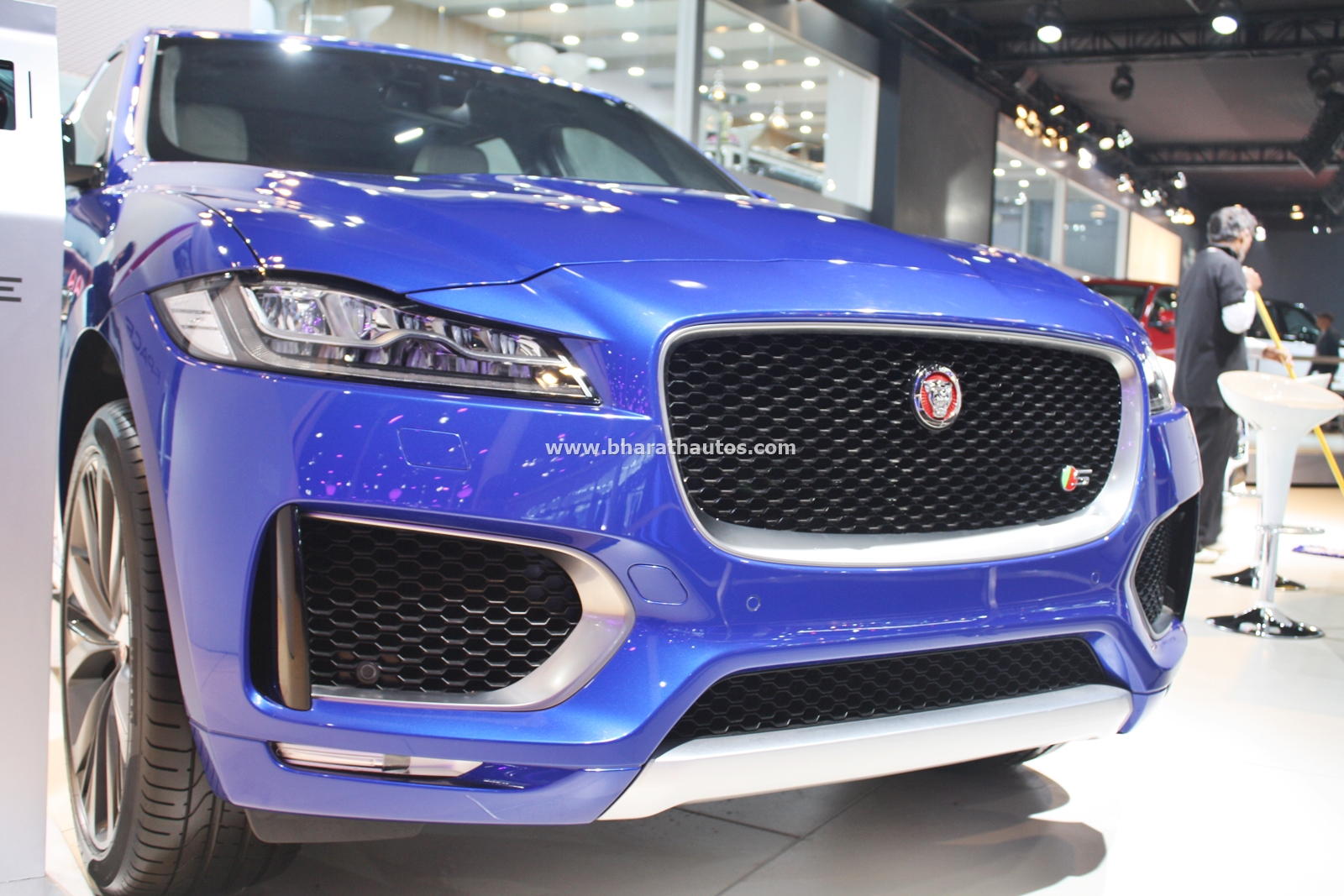 all new jaguar f pace suv debuts in india at the 2016 auto expo. Black Bedroom Furniture Sets. Home Design Ideas