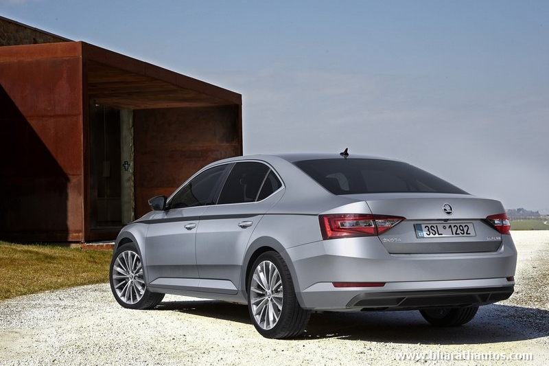 3rd generation skoda superb launched in india from rs lakh. Black Bedroom Furniture Sets. Home Design Ideas
