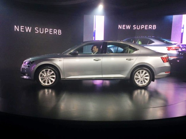 new-2016-skoda-superb-side-india-pictures-photos-images-snaps