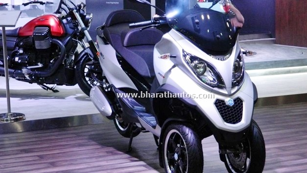 piaggio-mp3-300-lt-sport-abs-2016-auto-expo-india-pictures-photos-images-snaps
