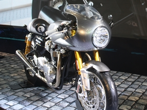 triumph-cruiser-motorcycles-sports-bikes-adventure-tourer-2016-auto-expo