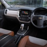 new-2016-chevrolet-trailblazer-premier-facelift-interior-inside-pictures-photos-images-snaps
