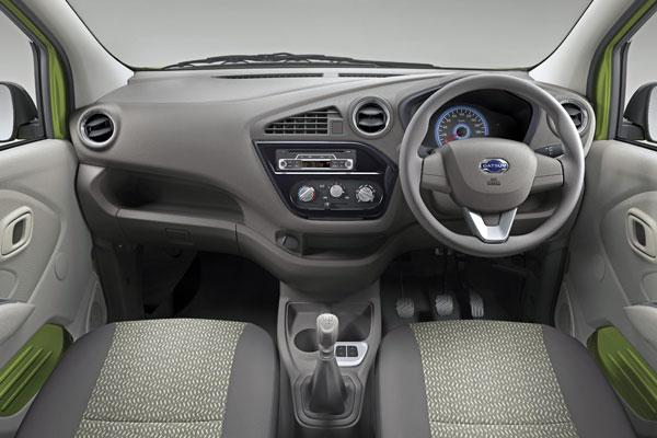 datsun-redi-go-dashboard-cabin-pictures-photos-images-snaps