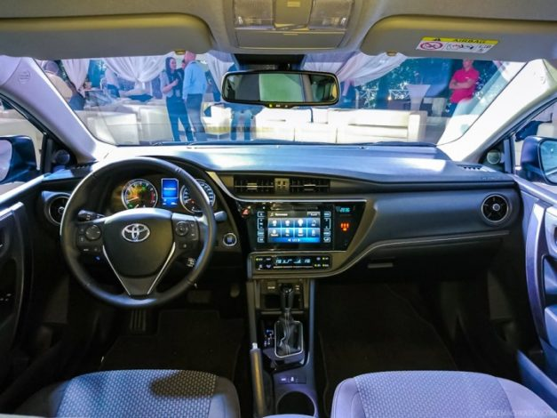 2017-new-toyota-corolla-facelift-india-dashboard-pictures-photos-images-snaps