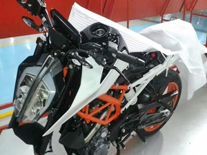 next-gen-2017-ktm-duke-390-spied-in-india