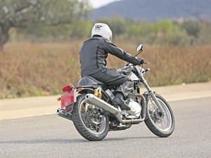 royal-enfield-750cc-twin-cylinder-motorcycle-spied-spain