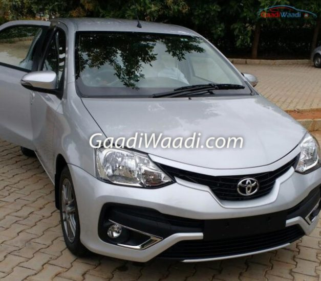 2016-toyota-etios-liva-hatchback-facelift-front-india-pictures-photos-images-snaps