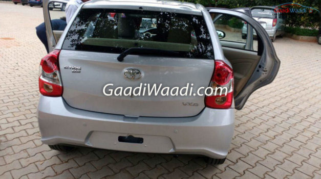 2016-toyota-etios-liva-hatchback-facelift-rear-back-india-pictures-photos-images-snaps