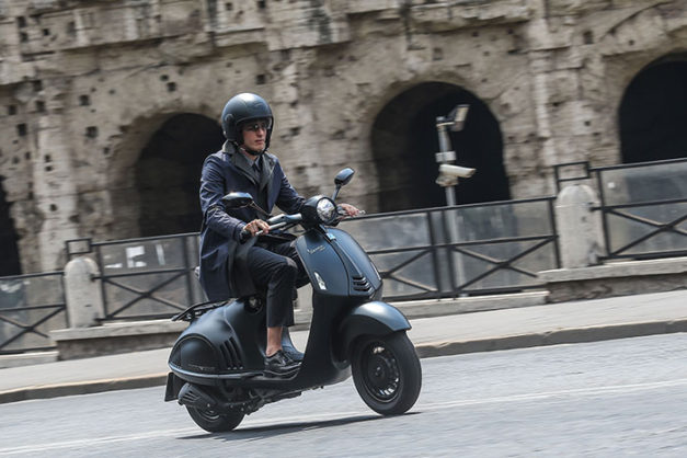 2016-vespa-946-emporio-armani-front-india-pictures-photos-images-snaps