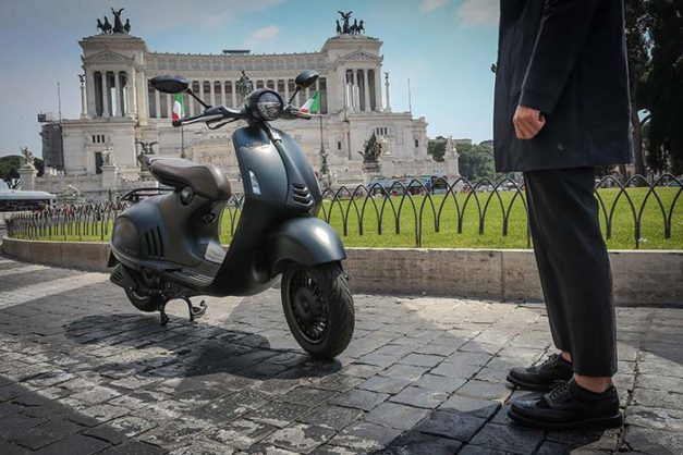 2016-vespa-946-emporio-armani-side-india-pictures-photos-images-snaps