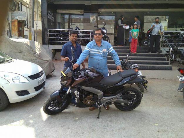 bajaj-dominar-400-twilight-plum-first-delivery-begins-across-22-cities