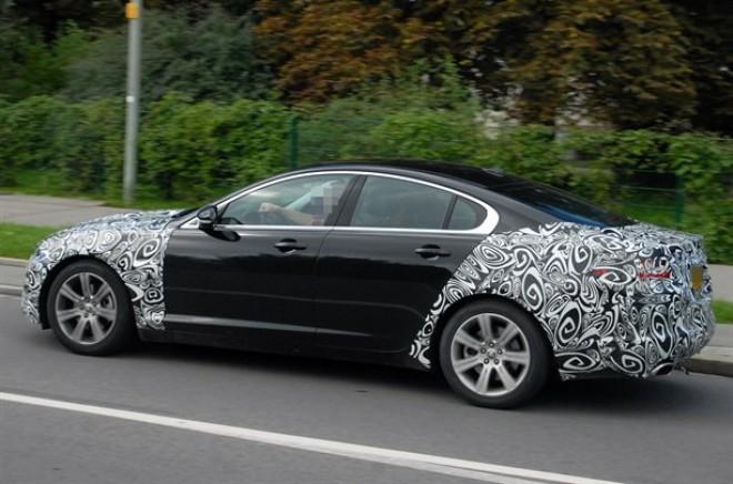 New-Jaguar-XF-facelift-side