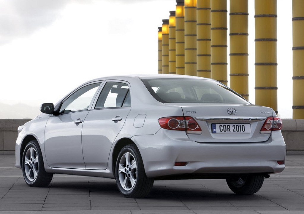 2011-Toyota-Corolla-India