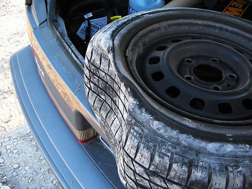 how to change koleos tyre