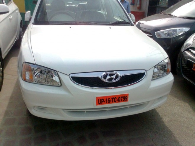 2011_Hyundai_Accent-Front