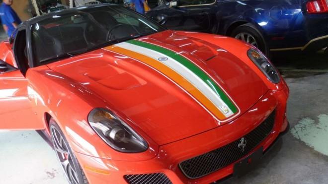 MS_Dhoni_Ferrari_India_GTO 1