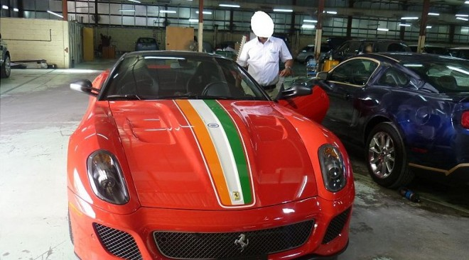 MS_Dhoni_Ferrari_India_GTO 3