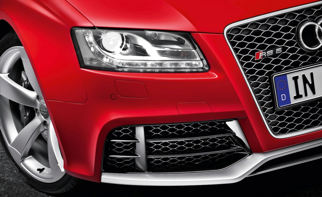 2011-Audi-RS5-Front-Lamp