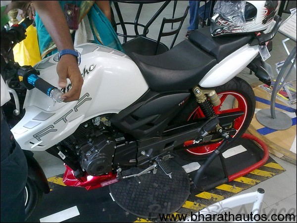 apache rtr 180 racing dna edition price
