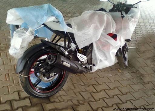 2012_Yamaha_YZF-R15 - 001