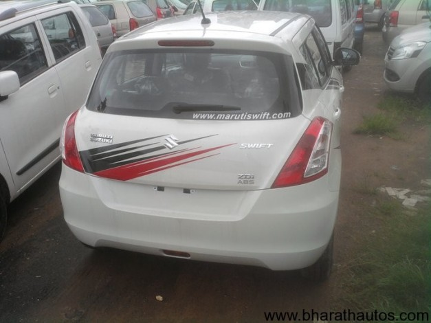 Maruti-Suzuki-Swift-at-dealership-002