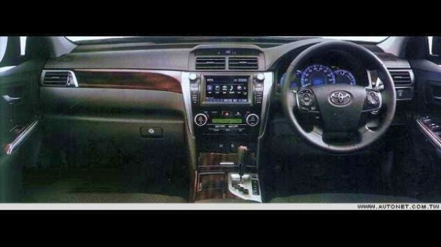 2012 Toyota Camry leaked in Magazine - Interior