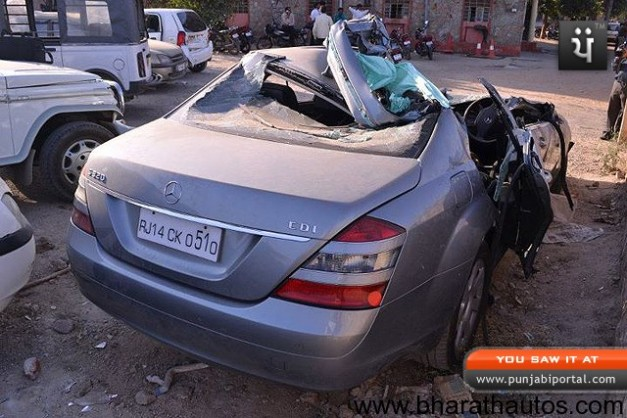 Nirmal-Saraf-Mercedes-Accident-Jaipur-003
