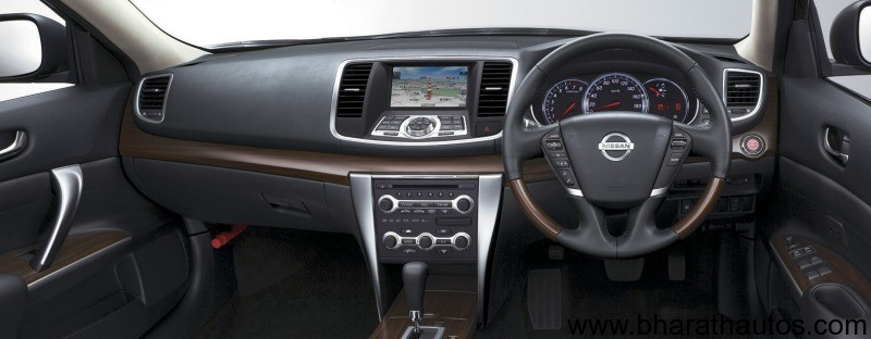 Nissan Teana 250 XL offered at a whooping discount price of Rs 17.99