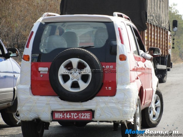 Premier Rio facelifted spied - RearView