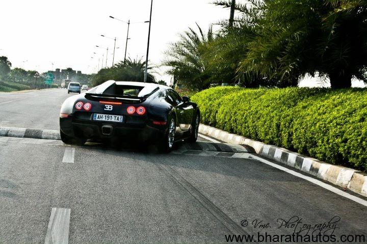 Bugatti Veyron struggles to cross a speed bump in Hyderabad