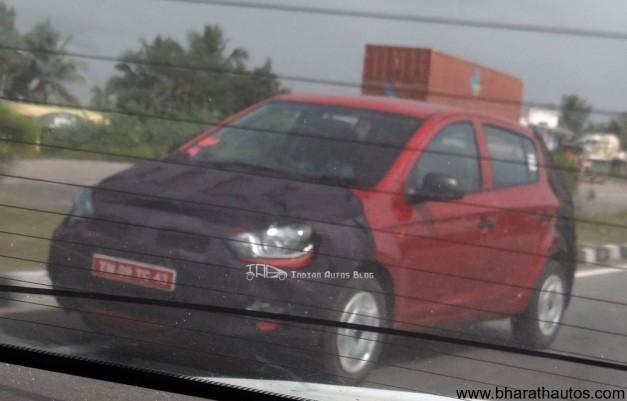 Hyundai_i20_Fluidic_Spied