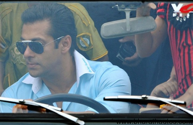 Salman-khan-sitting-on-a-car
