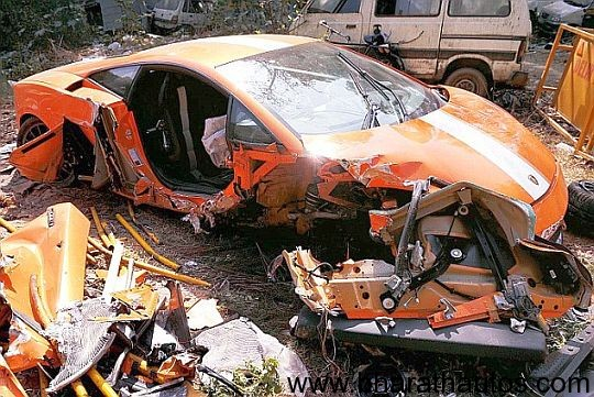 Lamborghini-Gallardo-fatal-supercar-crash-in-Delhi-front