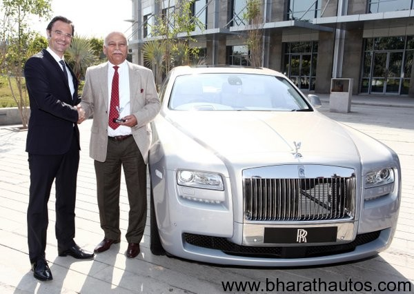 Rolls-Royce-cars-india-L-R-Herfried-Hasenoehrl-Head-of-Business-Development-India-Sri-Lanka-Bangladesh-Radhe-Kapur-Chairman-of-Select-Cars