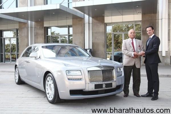 Rolls-Royce-cars-india-L-R-Radhe-Kapur-Chairman-of-Select-Cars-Herfired-Hasenoehrl-Head-of-Business-Development-India-Sri-Lanka-Bangladesh