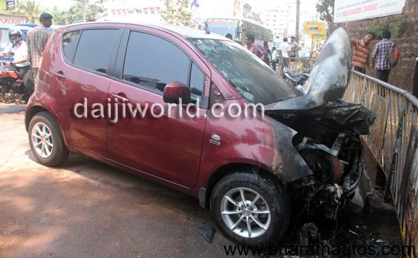 Maruti Ritz caught fire in Mangalore
